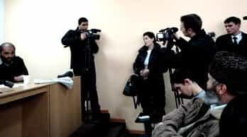Во время пресс-конференции пресс-секретарь меджлиса Лиля Муслимова (в центре) назвала организаторов латентными дебилами